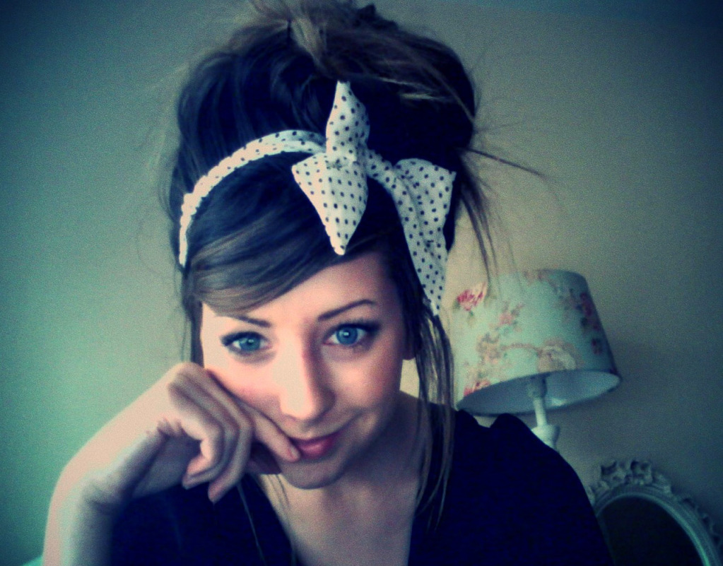 via+zoella-polka+dot+bow.jpg