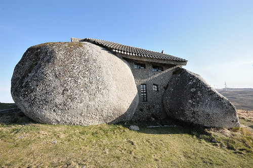 7 Amazing Houses Built Into Nature: How Heat Moves Through A Stone House: How Heat Moves