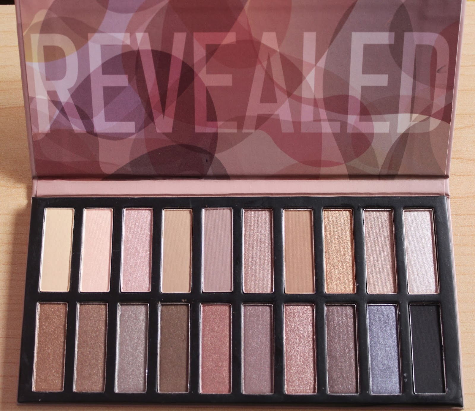 coastal scents revealed vs urban decay. the shades in this palette have a striking resemblance to naked 1 and 2, with few different added in. i really enjoy mix of cool coastal scents revealed vs urban decay t