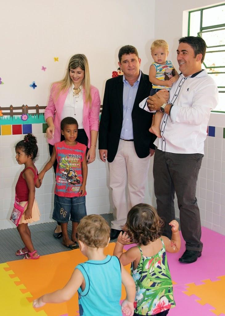 Prefeito Arlei, primeira-dama, Alessandra Rosa, e vereador Luciano de Vargem Grande visitam as instalações da nova creche