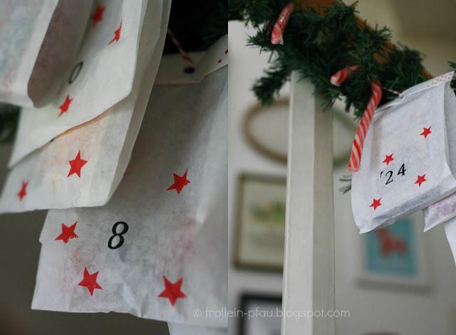 last minute Adventskalender, Weihnachten, schneller und einfach nachzumachen, leichter Adventskalender für Kinder, Adventskalenderideen, selbstgemacht, basteln mit Butterbrottüten, Stempel, DIY, Advent, Hausflur, Treppe, Weihnachten