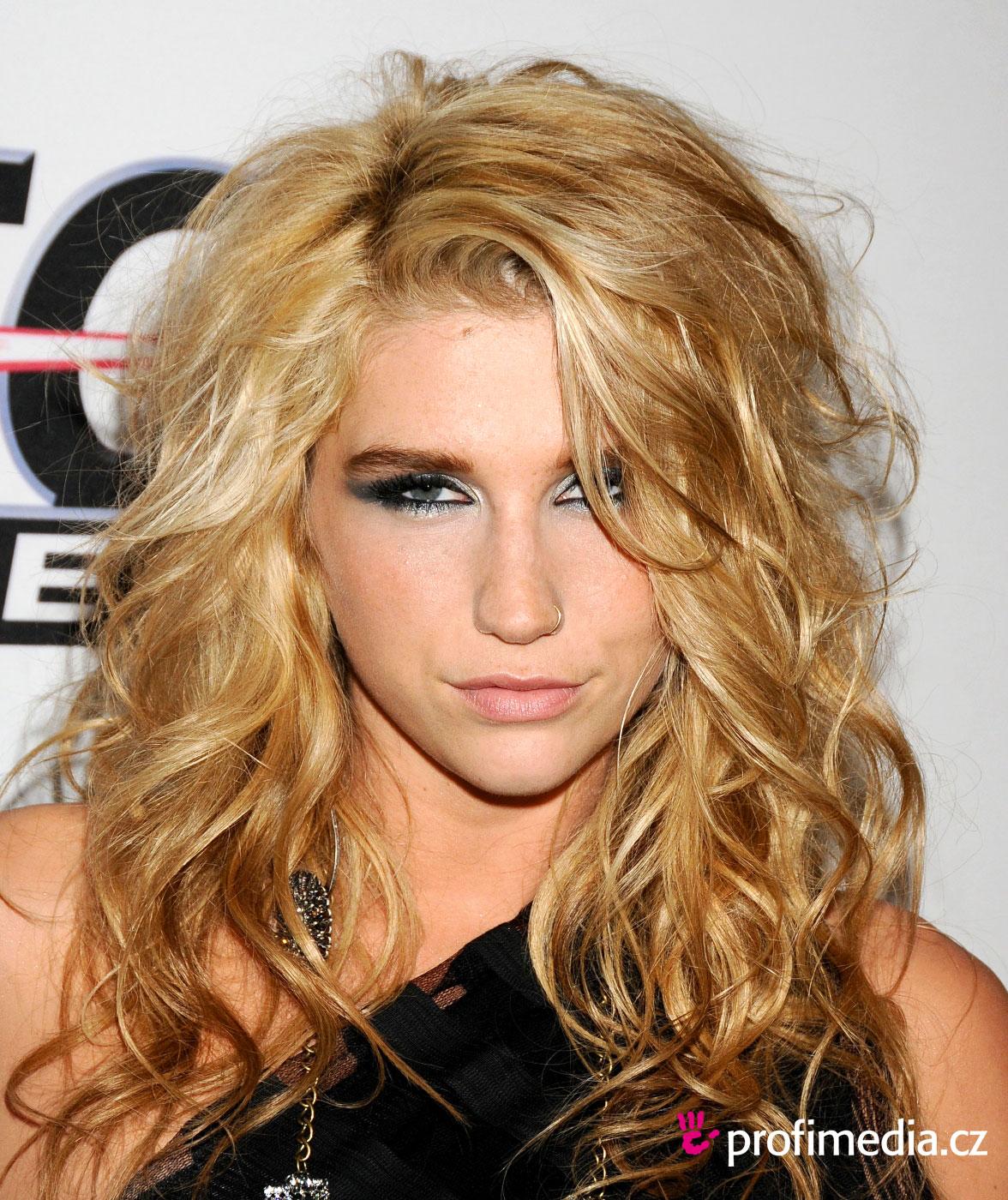 http://1.bp.blogspot.com/-tbxpivYmMws/Tn6naOLZHKI/AAAAAAAABKw/pM0FM6d9sCo/s1600/Funky-Eyeshadow-Makeup-of-Kesha-02.jpg