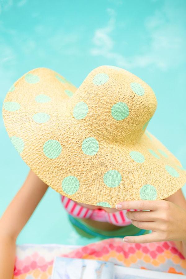 C mo decorar un sombrero con pinturas paso a paso lodijoella - Decoracion de sombreros ...