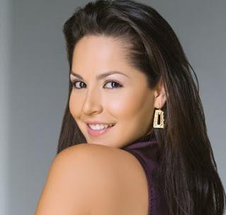 Carmen Villalobos mide 1,68 metros.