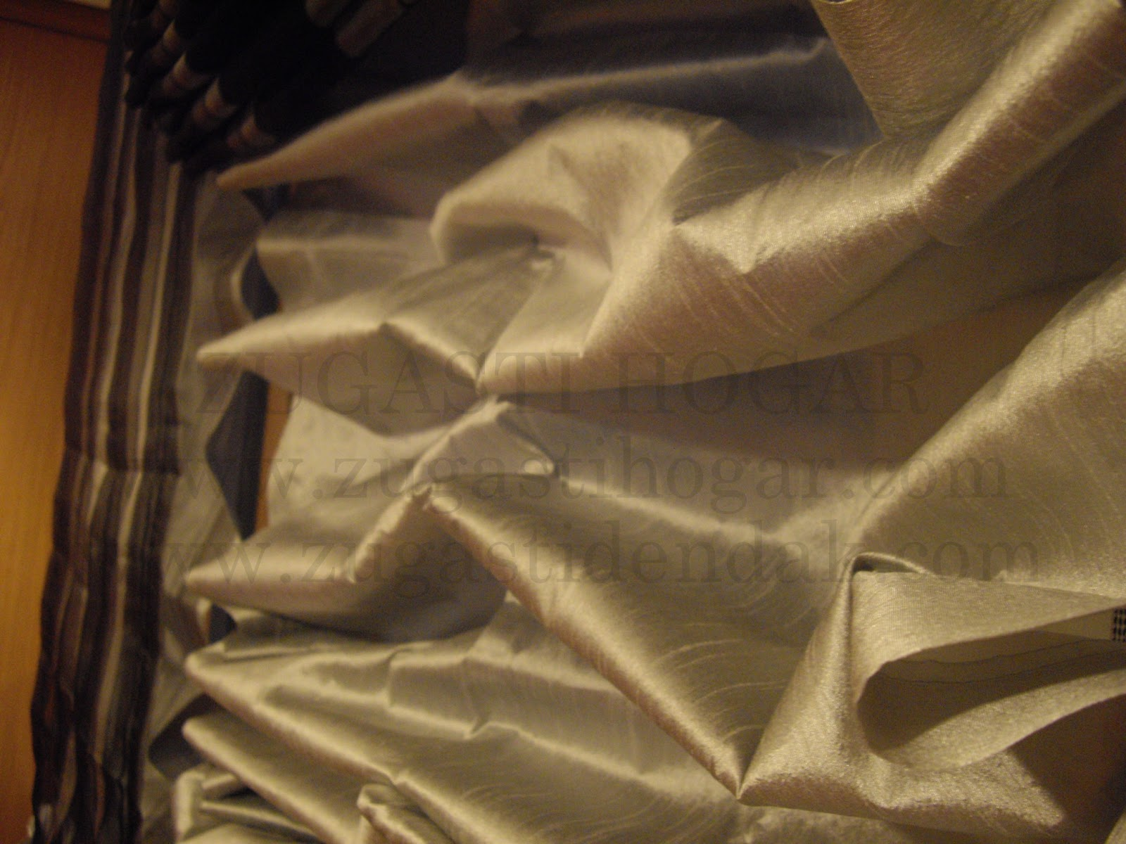 por el contrario un estor plegable es puede con telas propias para tapicera aunque nos quitarn ms visibilidad y luz que los visillos