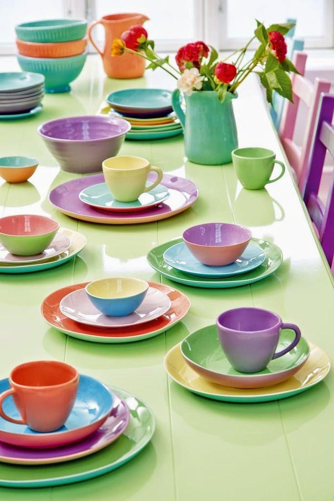 d co tableau personnaliser son int rieur un service de table tout en couleur. Black Bedroom Furniture Sets. Home Design Ideas