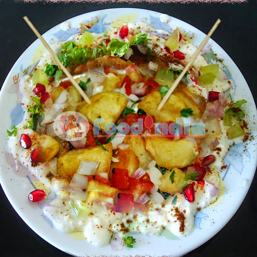 Sweet, Spicy and Chatpata Aloo Chaat Recipe :: Indian Food ...  Aloo