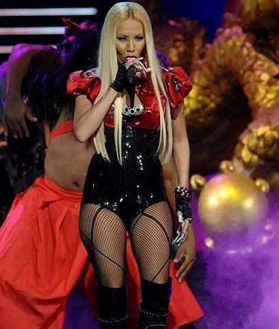 Ivy Queen cantando en concierto