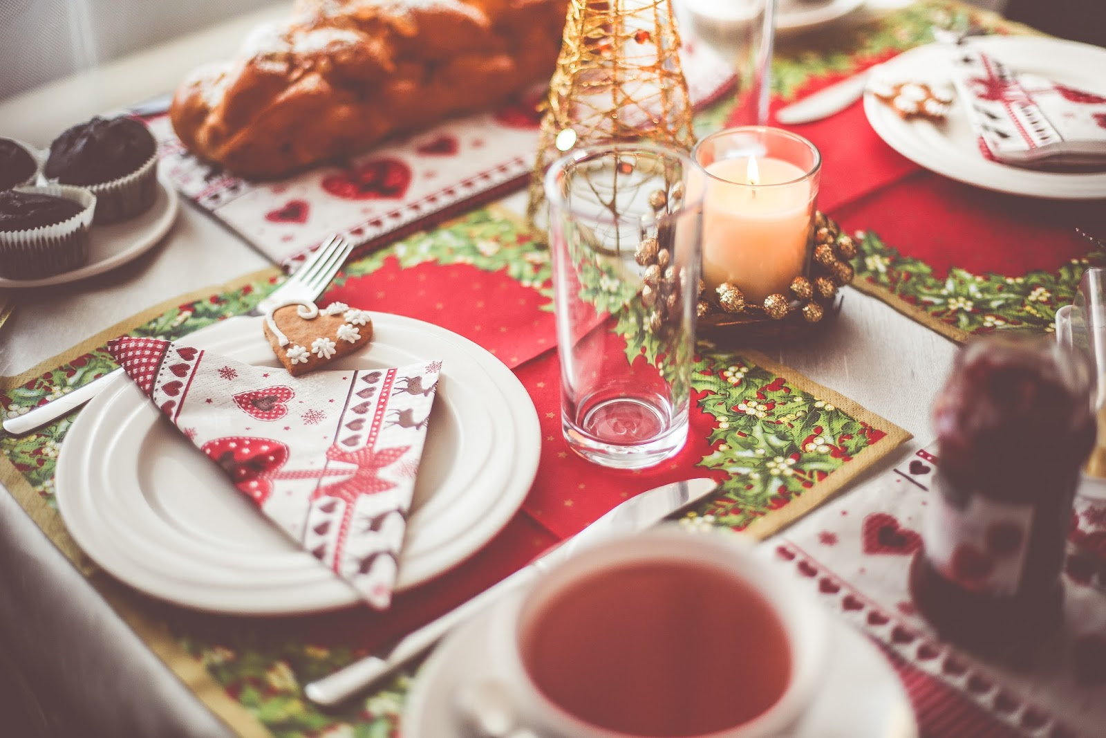 Five tips to keeping calm and stress-free over Christmas. Wellness post via @eleanormayc