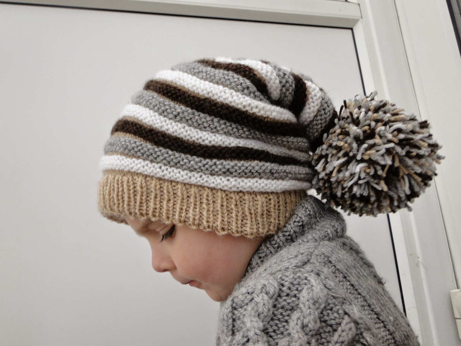 Adorable hat with Pompom Pattern