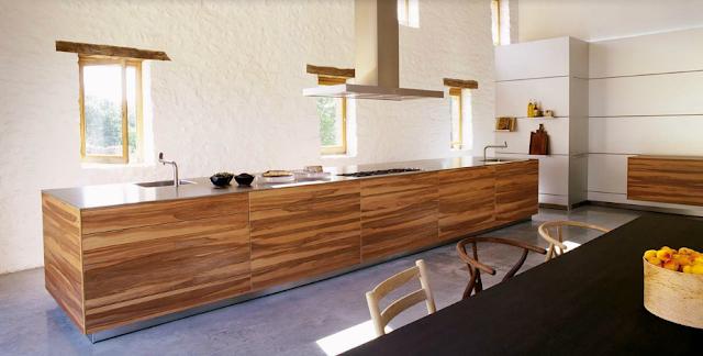 Elegante cocina comunitaria de una casa rural cocinas for Cuisine bulthaup prix