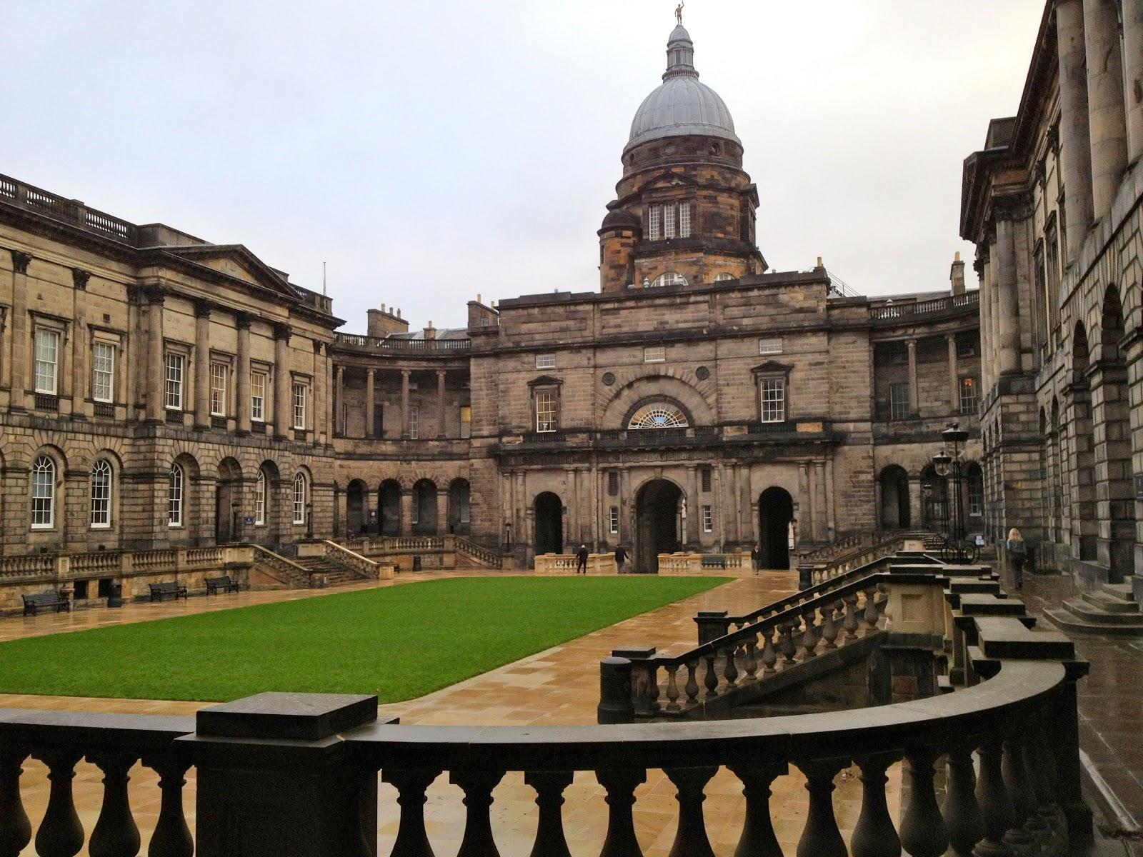 http://1.bp.blogspot.com/-td_DhsYzb1g/UKGtMdk1bhI/AAAAAAAACcM/D7RzNiZFa0w/s1600/Old+College+University+of+Edinburgh+(3264+x+2448).jpg