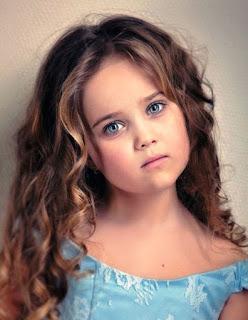 Foto Anak Kecil Berambut Panjang Bermata Cantik