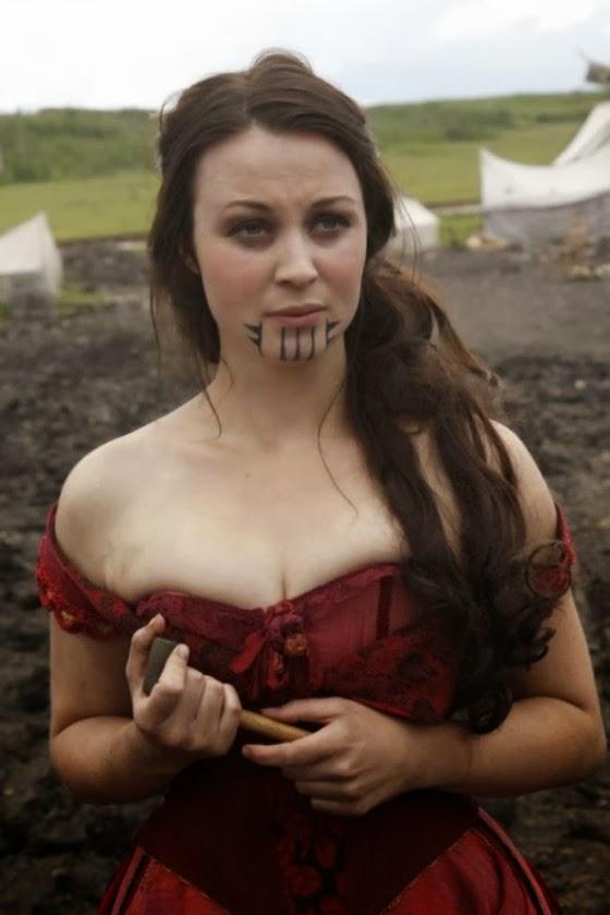 """personagem de nome Eva, da série """"Hell on Wheels, interpretada pela atriz Robin McLeavy, homenageia a tatuagem de Olive Oatman"""