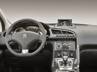 Offerta e prezzo Peugeot 3008 Hybrid4 Taxy scheda tecnica novembre 2015