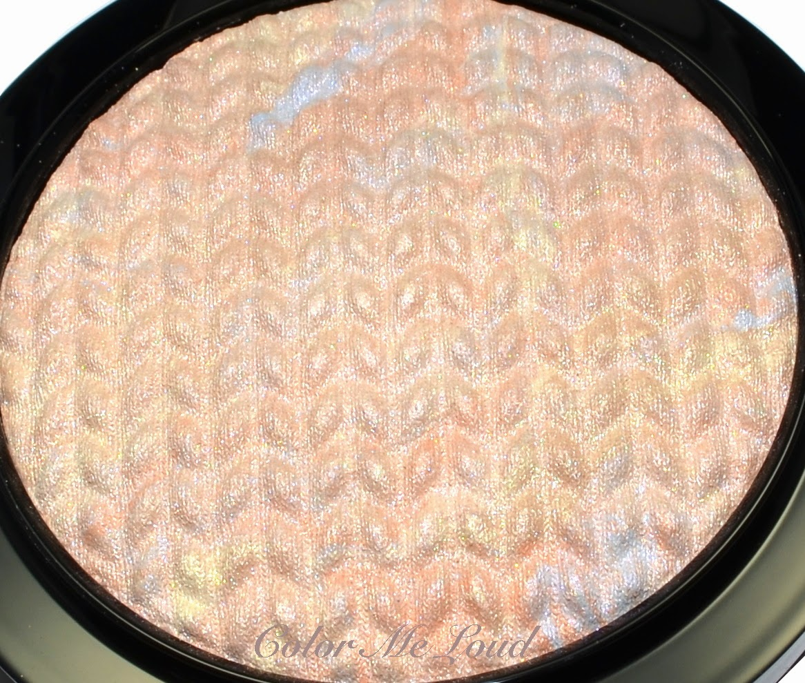 Close-up: Mineralize Skinfinish in Lightscapade