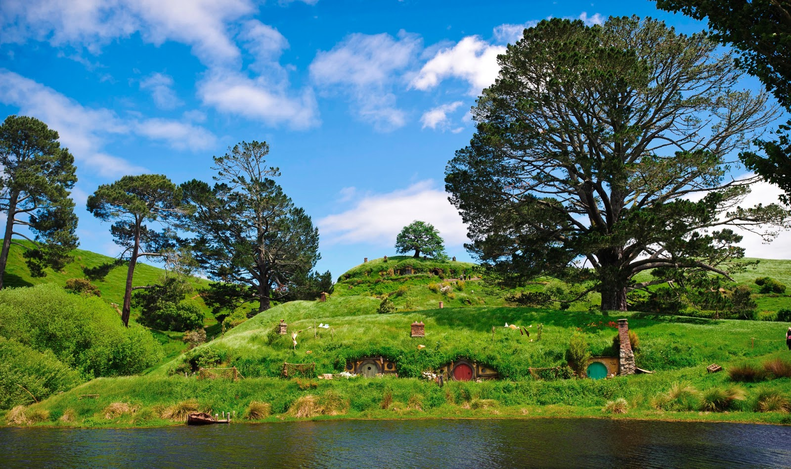 Travel adventures matamata hobbiton the shire a for Nz landscape