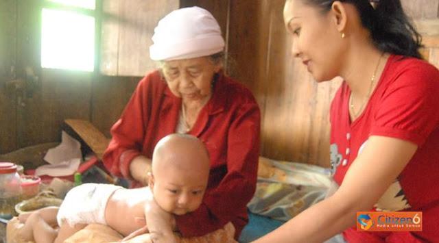Maklumat Dukun Bayi Cegah Angka Kematian Ibu dan Anak