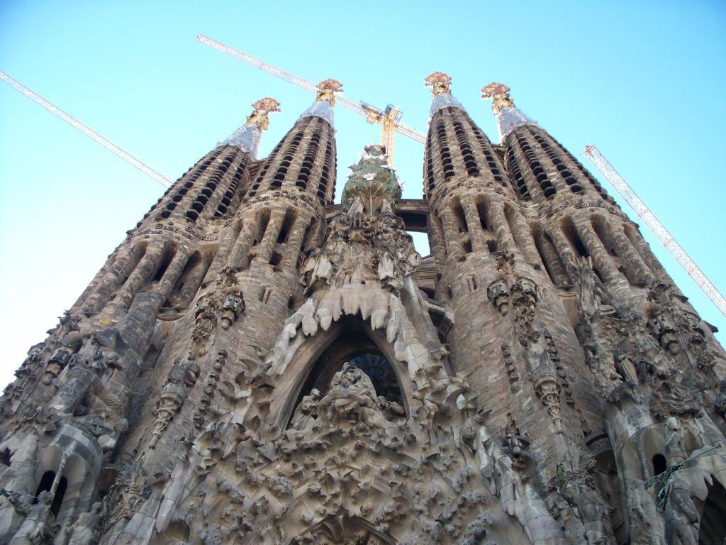 Sagrada familia barcelona spain world travel destinations - Arquitectura barcelona ...