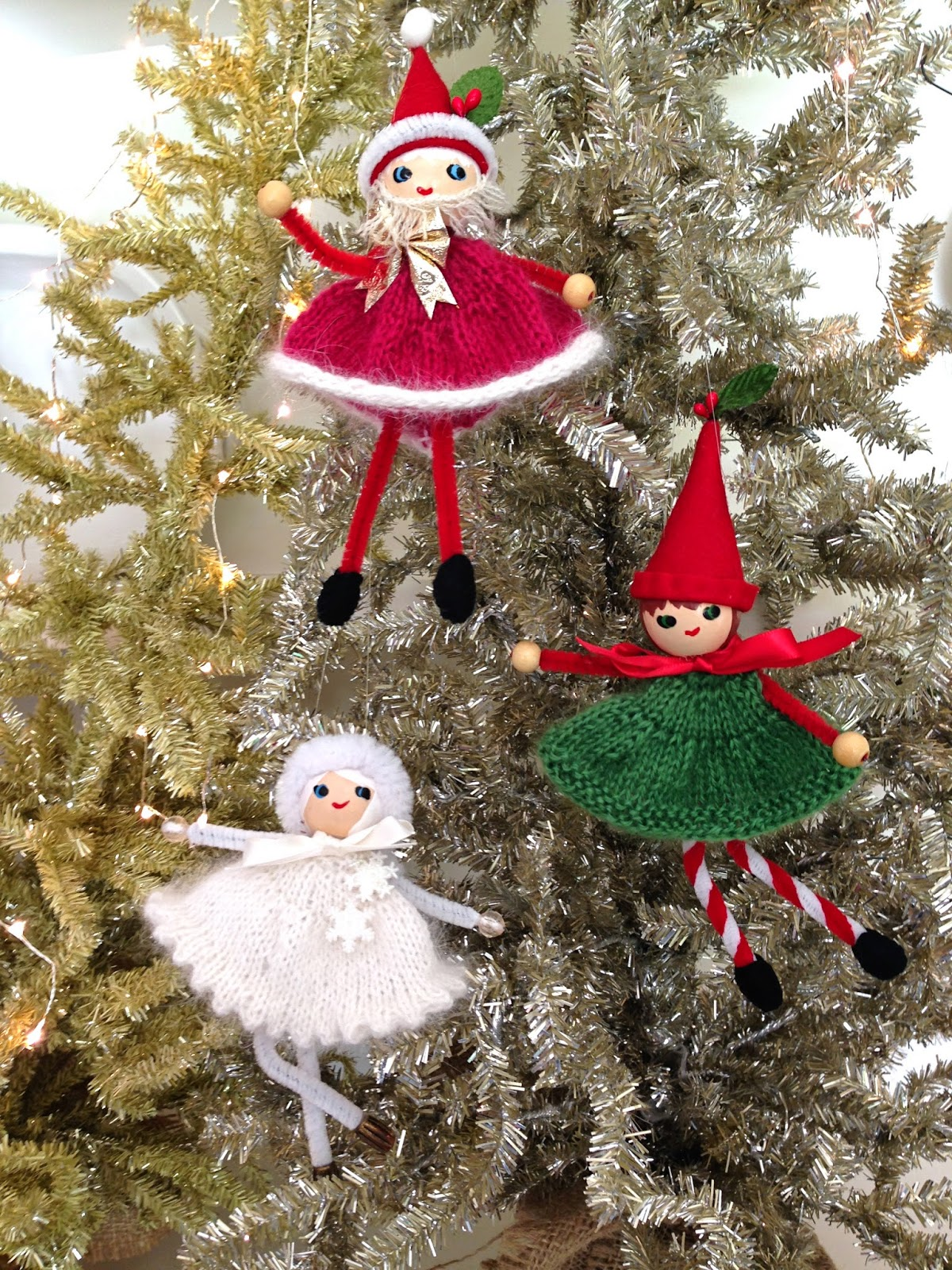 Santa, Elf and Snow Queen, free pattern preview - Knitionary