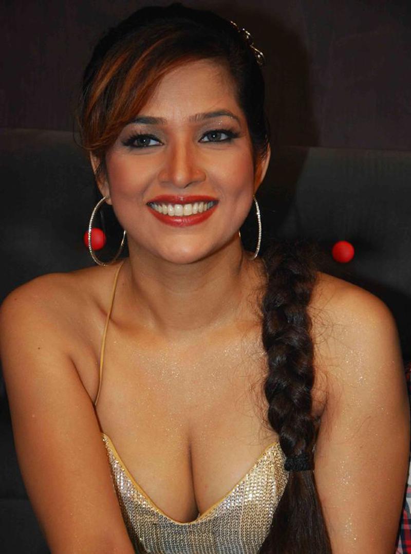 image Anushka sharma super hot boob cleavage bikini