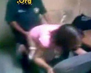 Policia Tiene Sexo con una Detenida A Cambio de su liberacion