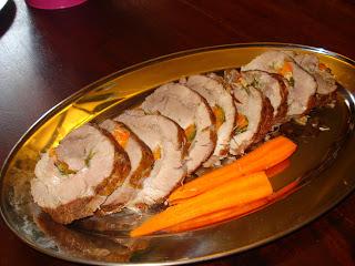 Ρολό χοιρινό ή μοσχάρι ή φιλέτο κοτόπουλου στην κατσαρόλα. Το ευγενικό φαγητό