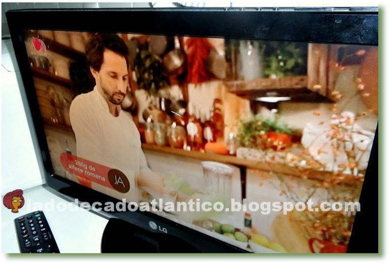 Imagem feita de um televisor com o programa JA ao Lume da SIC Mulher, Portugal