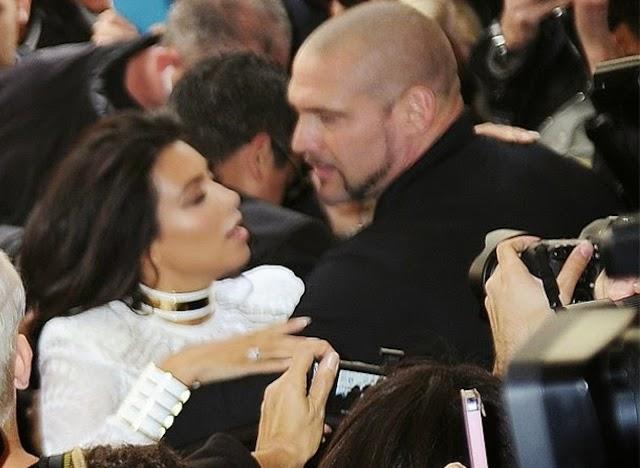 """Agreden a Kim Kardashian en el """"Paris Fashion Week"""" [Video]"""