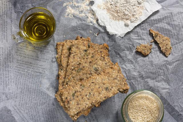 Zdravi krekeri sa sjemenkama i ovsenim pahuljicama
