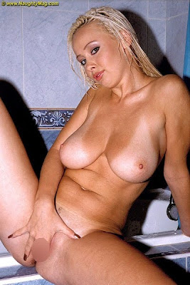 Bianca_in the shower_3