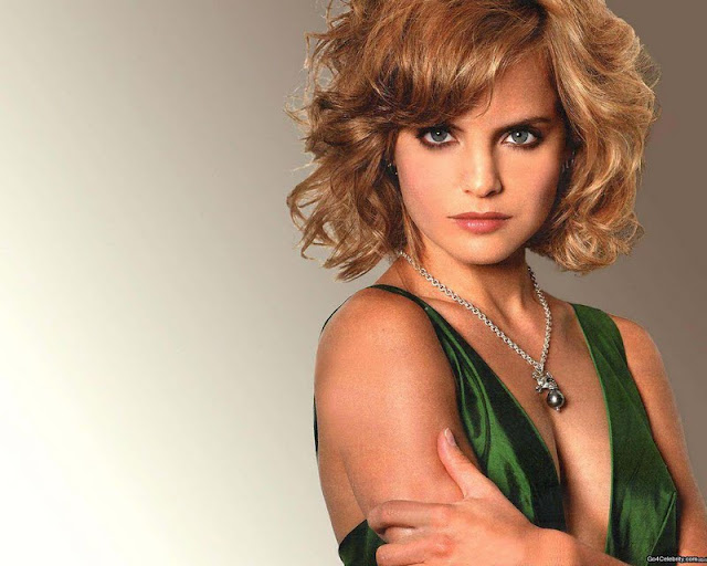 Mena Suvari Wallpapers