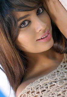 Nandita Looks Very Beautiful and Cute lovely Pics Mersmerizing Eyes
