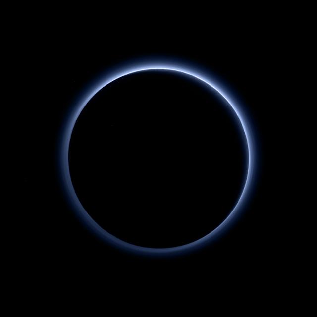Nasa encontra água congelada e céu azul em Plutão