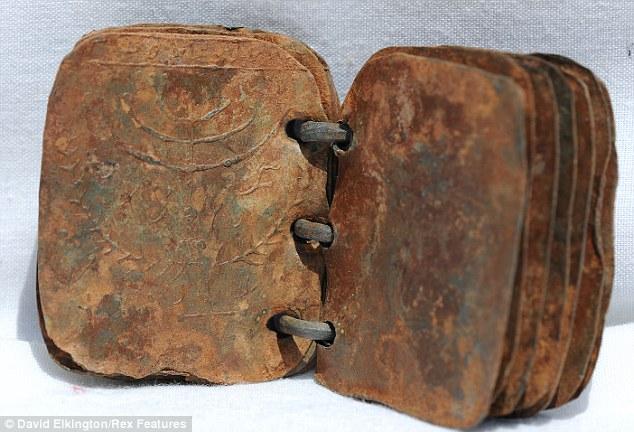 http://1.bp.blogspot.com/-tfzNk4LgTQg/TZRAZZLh-2I/AAAAAAAABWo/vqRto98QFYc/s640/metal-tablets-found-jordan-cave-bible-book-revealed-truth.jpg