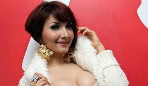 Video Pemotretan Roro Fitria - http://lintasjagat.blogspot.com/