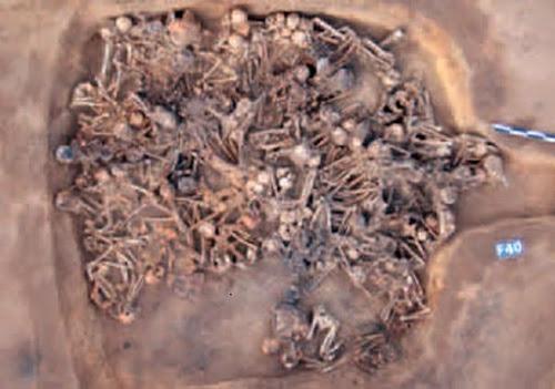 Pesquisadores encontram casa pré-histórica com 97 corpos humanos na China