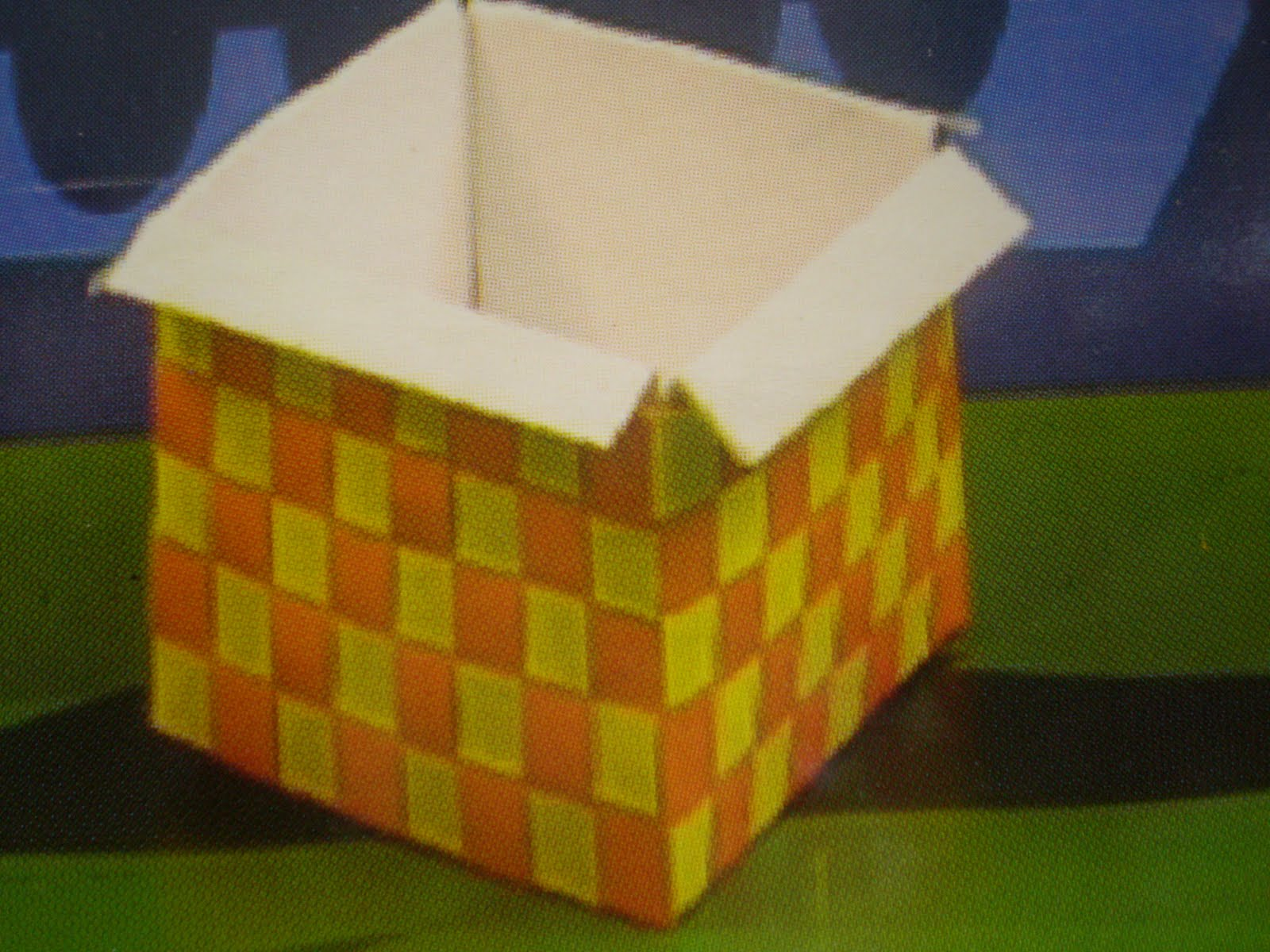 masukkan kotak yang berwarna putih ke dalam kotak yang telah siap ...