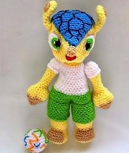 http://patronesamigurumipuntoorg.blogspot.com.es/2014/03/fuleco-world-cup-brasil-2014.html#more