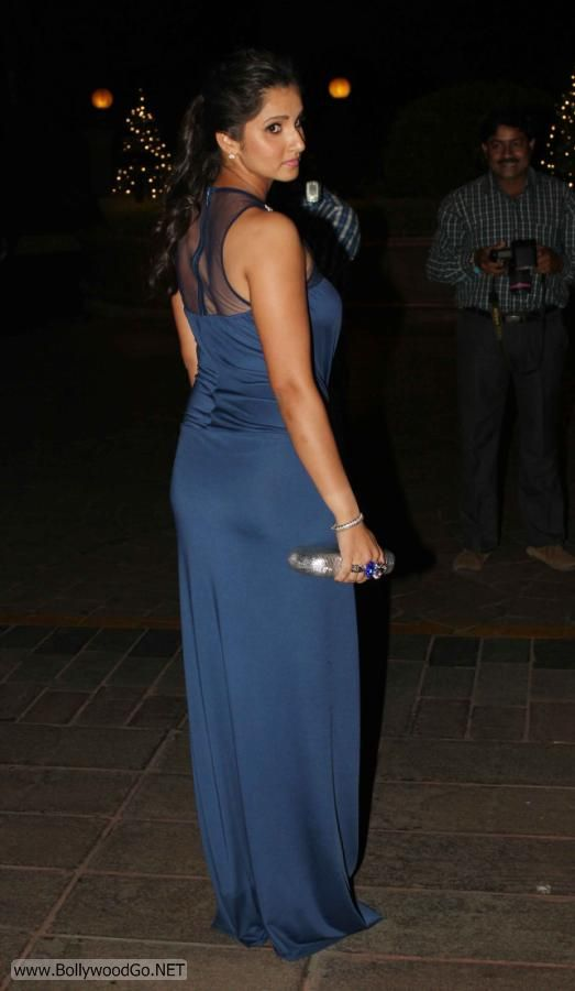 Sania+Mirza+at+wedding+(2)