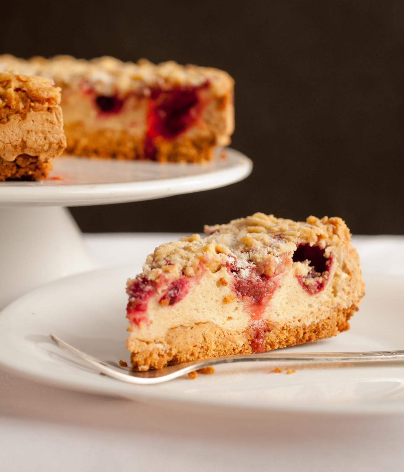 Kruche ciasto z owocami i pianką budyniową