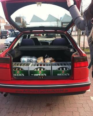 Bierkästen im Kofferraum