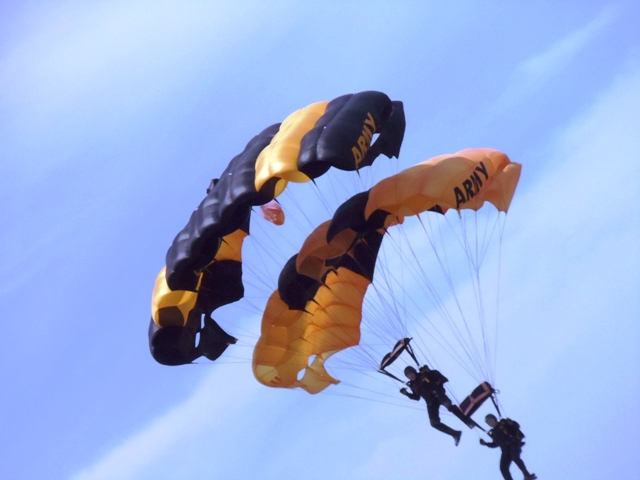 "U.S. Army Parachute Team ""Golden Knights"""