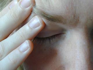 7 Penyebab Sakit Kepala Tiba-Tiba