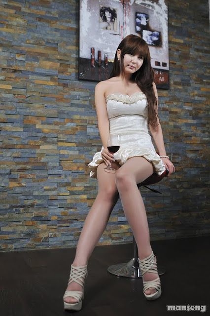 Ryu Ji Hye-Strapless bubble Mini Dress