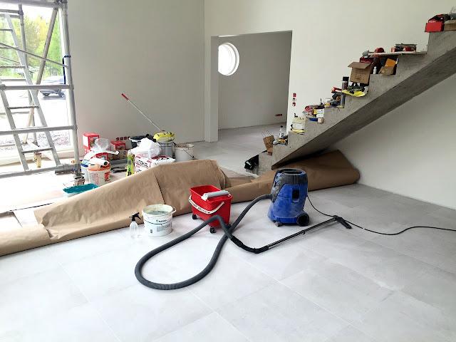 laatta, laattalattia, betoniportaat, kivitalo