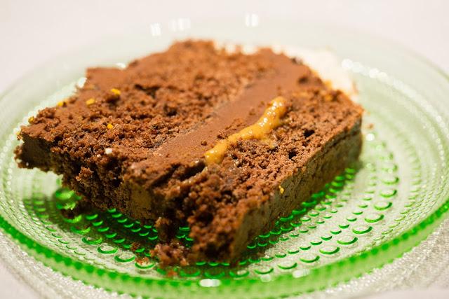 täytetty suklaakakku, nigella lawson