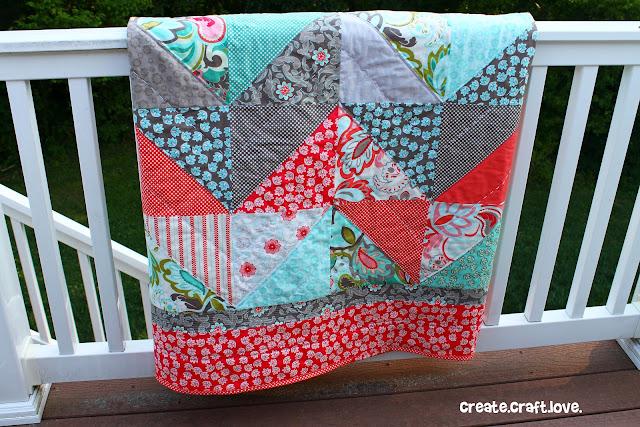 Verona Zig Zag Quilt via createcraftlove.com #quilting #sewing