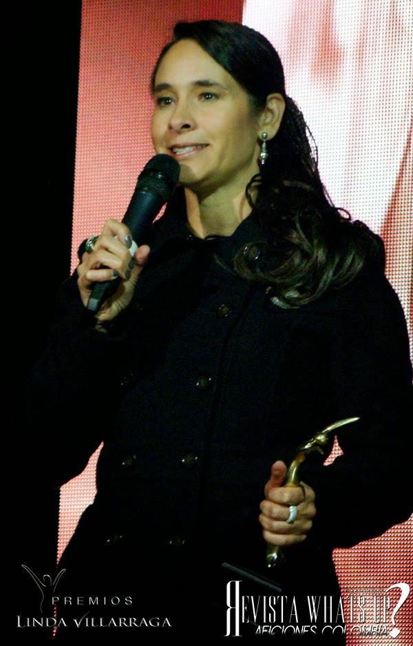 Patricia-Urrea-gerente-Salitre-Plaza-recibio-reconocimiento-apoyar-trabajo-artistas-premios-LINDA-VILLARRAGA
