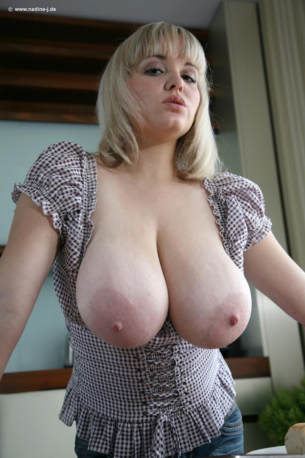 как ебуть грудь женщин фот